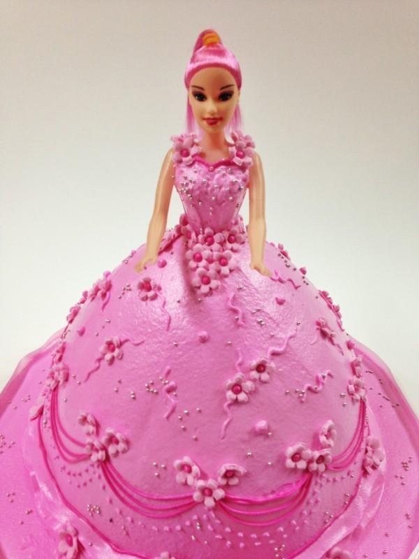 3 kg Barbie Girl Strawberry Cake Dpsainiflorist